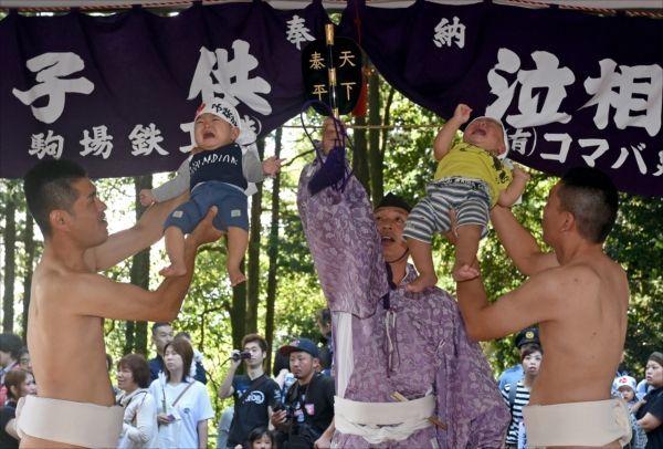 生子神社の泣き相撲3
