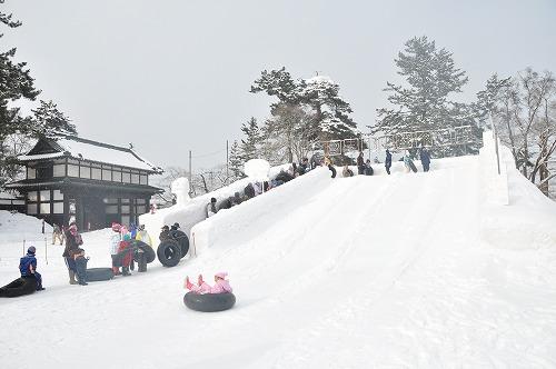 弘前城雪燈籠まつり滑り台