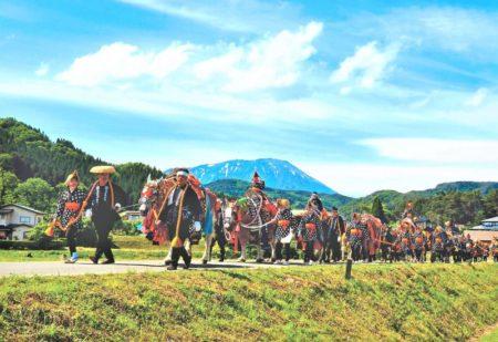 チャグチャグ馬コ岩手山