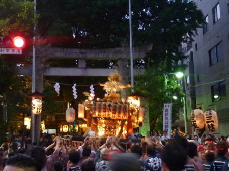 鳥越祭り土曜日町神輿