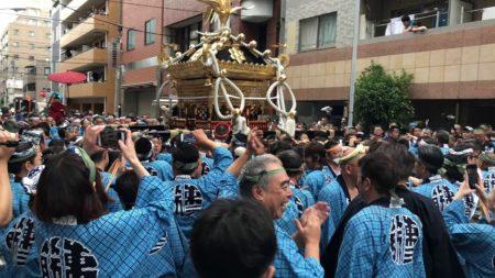 鳥越祭り千貫神輿1