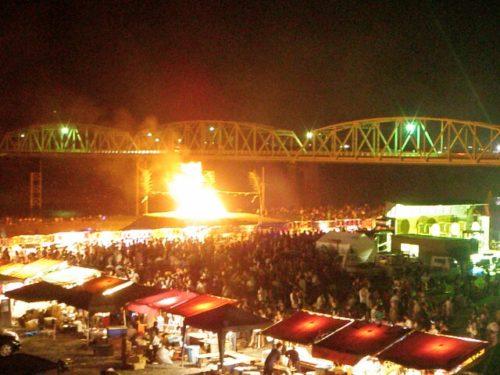 南部の火祭り屋台