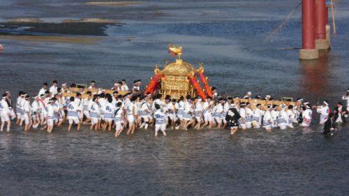住吉祭り神輿渡御大和川