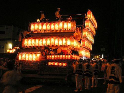 岸和田だんじり祭り灯入れ曳行