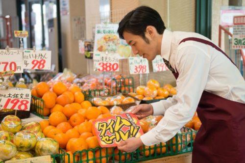 スーパー果物売り場