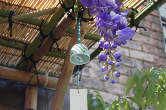 庭の軒下の風鈴