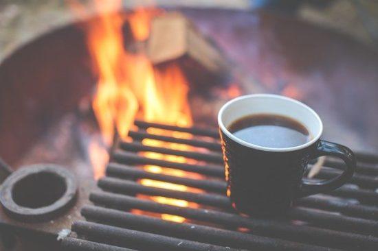 バーベキューコンロとコーヒー