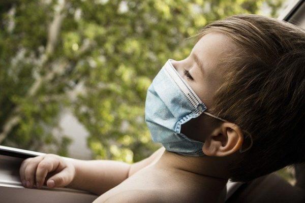 マスク暑い子ども