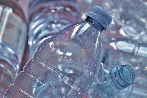 洗ったペットボトル資源ゴミ