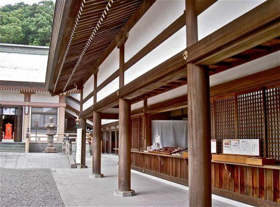 照國神社の社務所