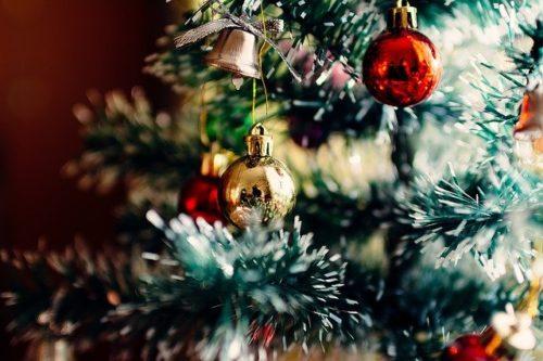 クリスマスツリーのオーナメントボール