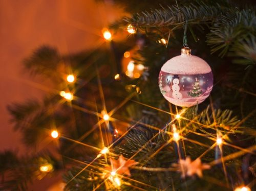 クリスマスツリーの電飾