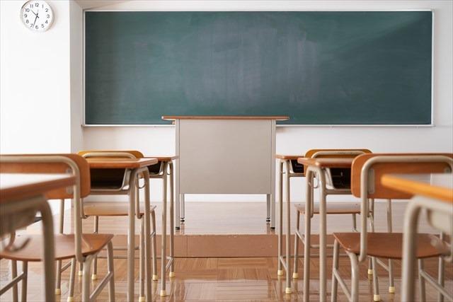 学校の教室と黒板